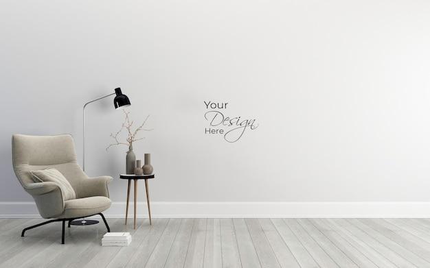 Минималистичный интерьер гостиной с дизайнерским креслом на белой стене