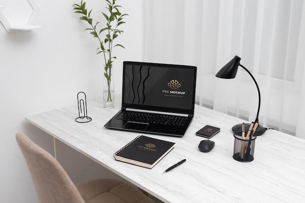 Минималистичный бизнес-стол натюрморт концепция