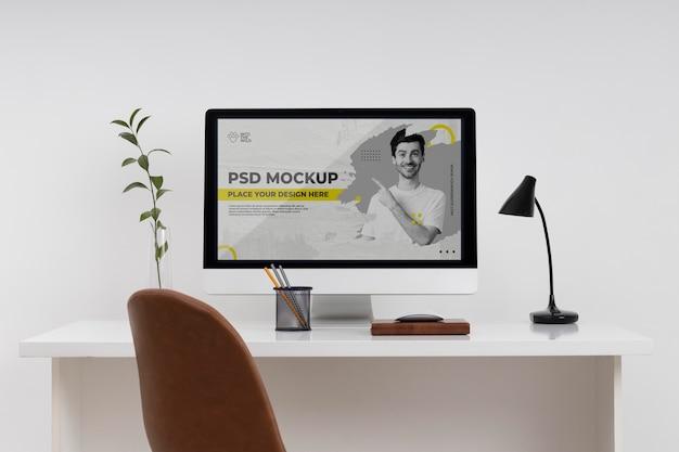 Concetto di natura morta minimalista della scrivania da lavoro
