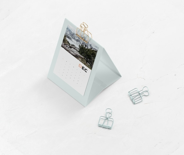 Макет картонный календарь на столе