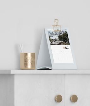 Макет картонный календарь на шкафу