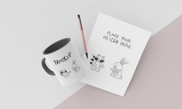 Mock-up di tazza in ceramica con design personalizzato Psd Gratuite