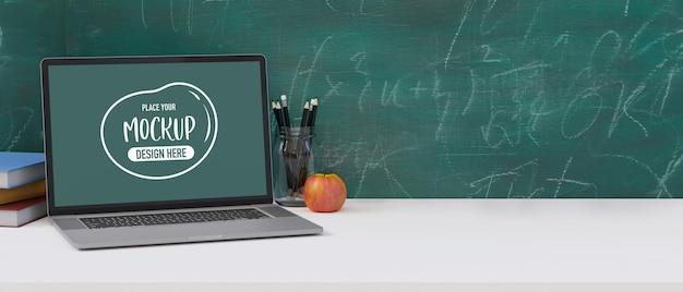 녹색 칠판 배경이 있는 흰색 테이블에 랩톱 컴퓨터를 조롱하고, 학교로 돌아가고, 3d 렌더링, 3d 그림