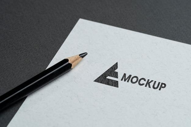 Бизнес-дизайн макета логотипа на белой бумаге