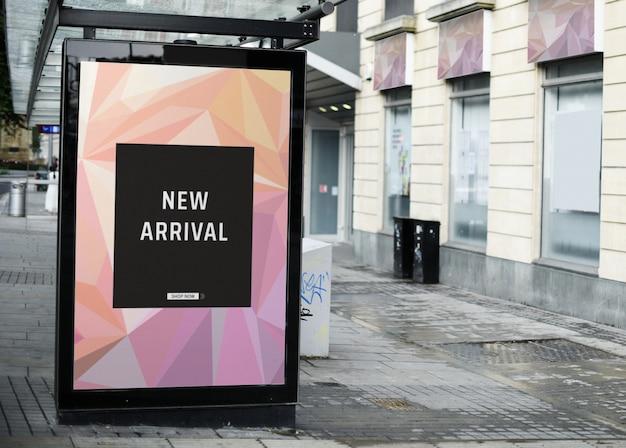 버스 정류장에서 광고를 모의