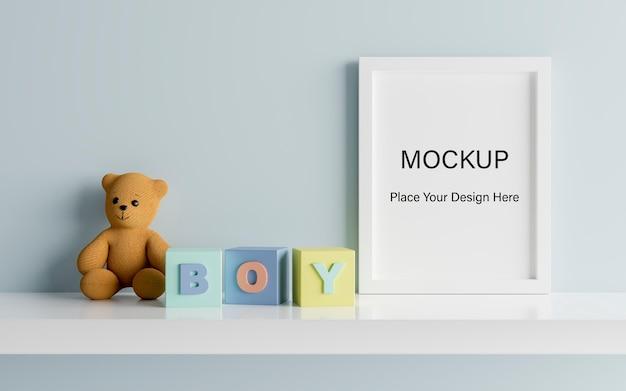 男の子のベビーシャワーの3dレンダリングのためのかわいいテディベアでポスターフレームをモックアップ