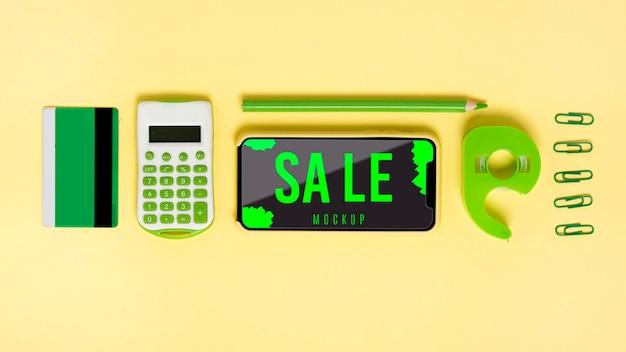 테이블에 모형 쇼핑 도구