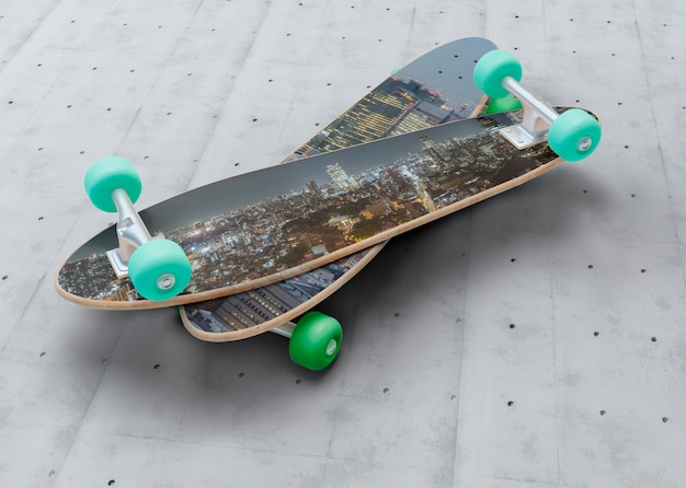 다른 위에 모형 스케이트 보드