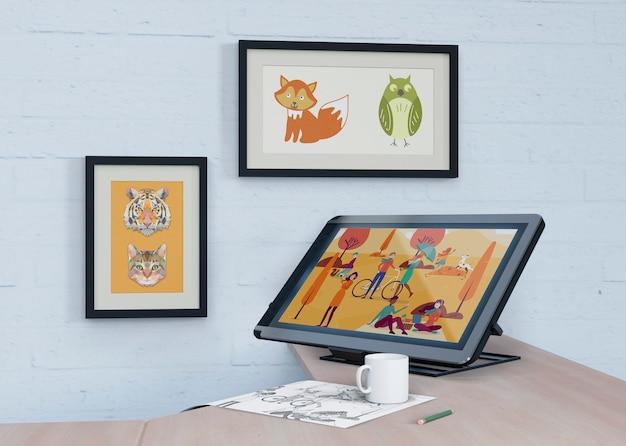 壁と机に芸術的な絵を描いたモックアップ