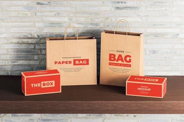 Мокап коричневый бумажный мешок красная коробка для покупок