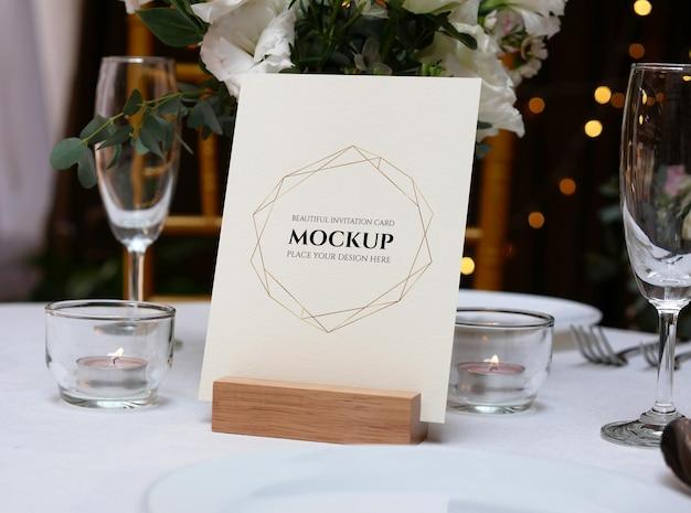 웨딩 테이블 세팅을위한 목업 카드
