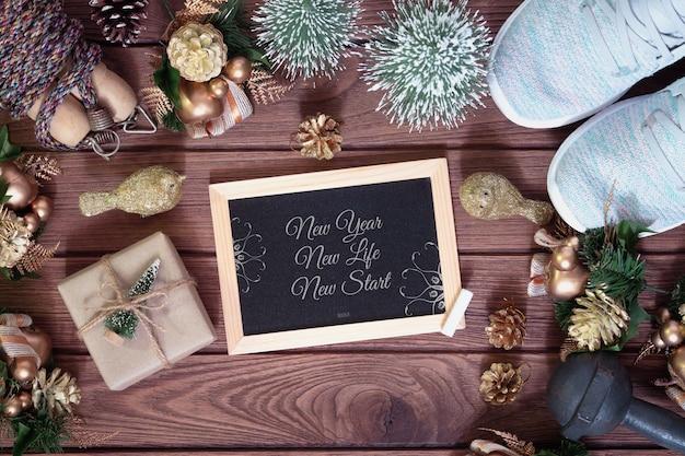 新年の決議のための健康的なコンセプトのモックアップ黒板