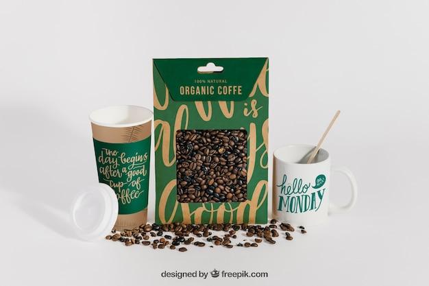 Mockup di tazze e chicchi di caffè