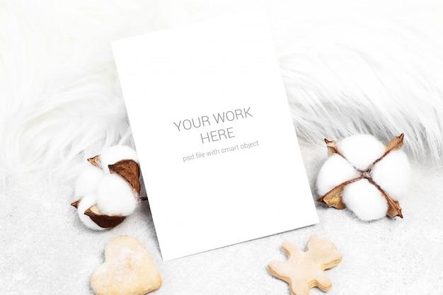 綿とクッキーのモックアップグリーティングカード