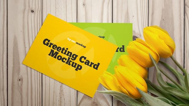 チューリップとモックアップグリーティングカード Premium Psd
