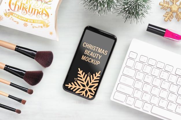 美しさのクリスマスの新年のコンセプトのためのモックアップ携帯電話