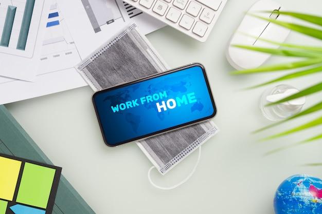 Макет мобильного телефона для работы на дому во время пандемии ковид-19.