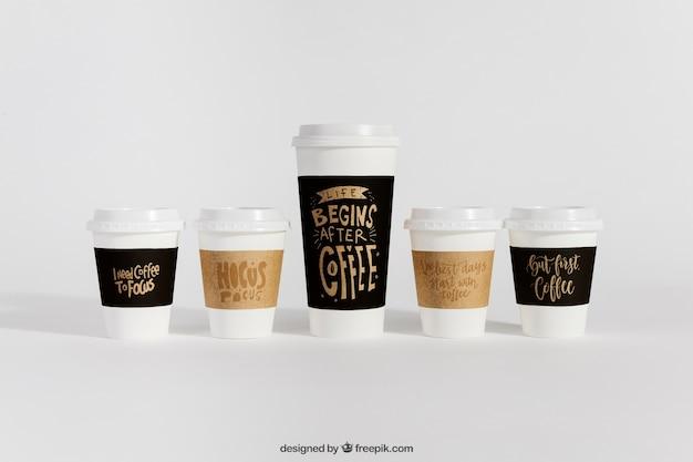 다른 크기의 커피 컵 모형