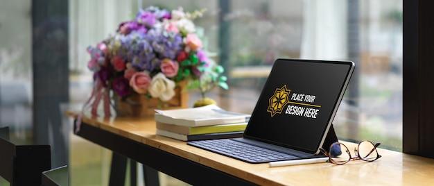 키보드가있는 디지털 태블릿 모형