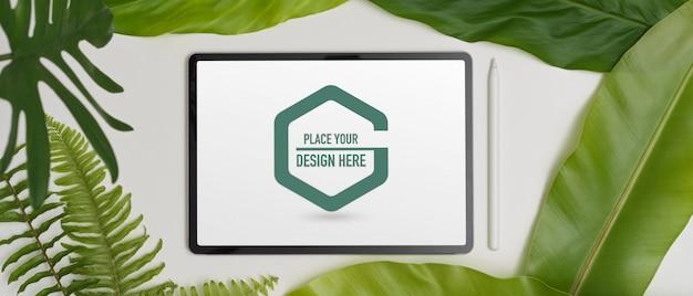 Макет цифрового планшета со стилусом и различными листьями