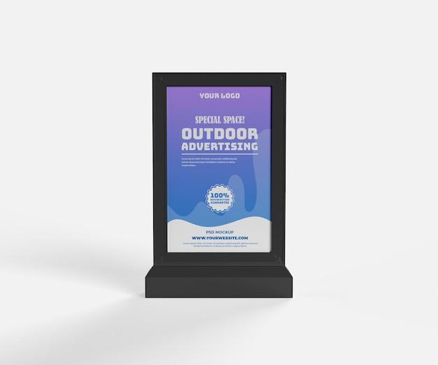 Макет наружной черной вертикальной рекламы постоянного электронного вида спереди