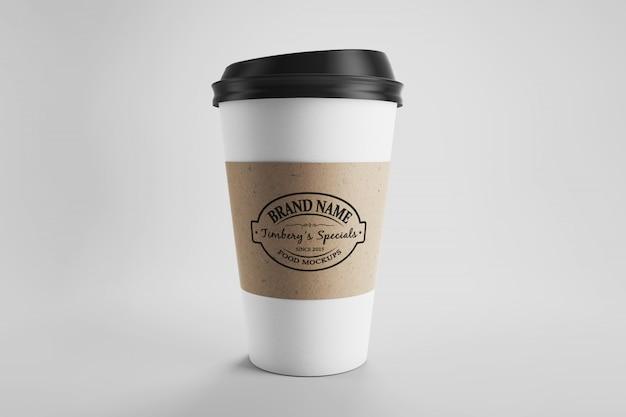 전면보기 스튜디오 장면에서 에코 라벨을 가진 종이 커피 컵 이랑