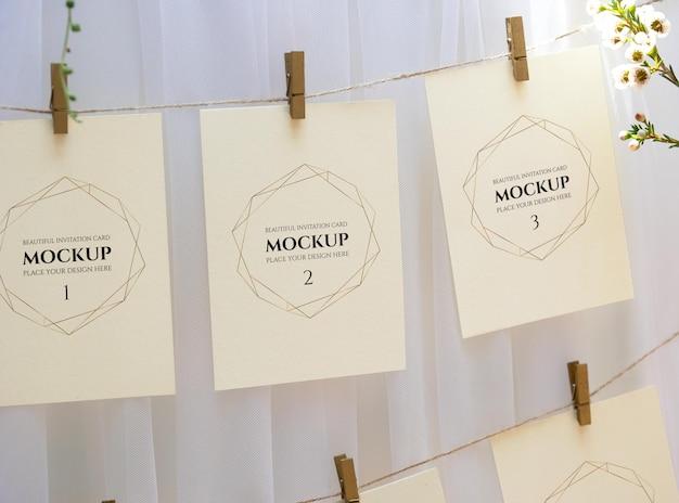 結婚式での写真リストショーのモックアップ