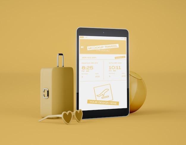 画面のデジタルタブレットのモックアップ。夏の旅行や旅行のコンセプトです。