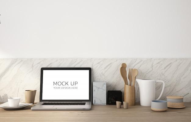 木製のテーブルと白い壁にスクリーンラップトップのモックアップ