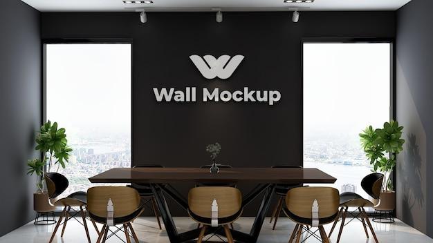 우아한 클래식 비즈니스 실내 작업 공간에서 실버 오피스 로고의 모형