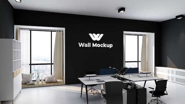 우아하고 현대적인 비즈니스 실내 작업 공간에 실버 오피스 로고의 모형