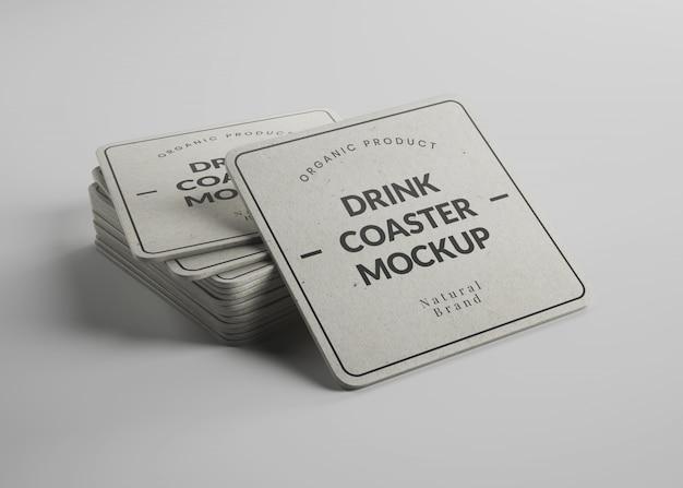 아이소 메트릭 뷰에서 둥근 모서리와 정사각형 종이 음료 컵 받침 이랑