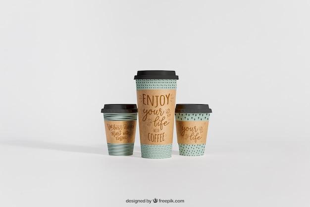 異なるサイズの3つのコーヒーカップのモックアップ