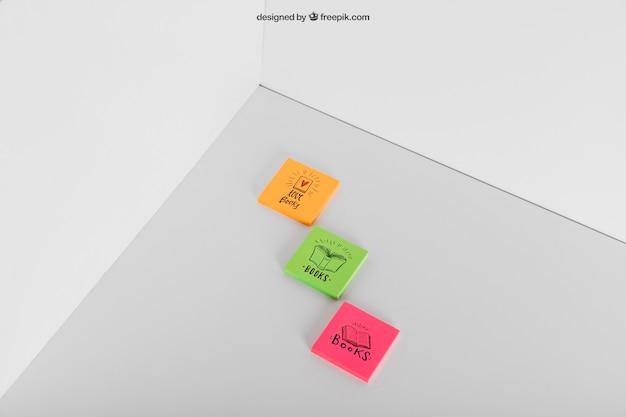 세 가지 스티커 메모의 모형