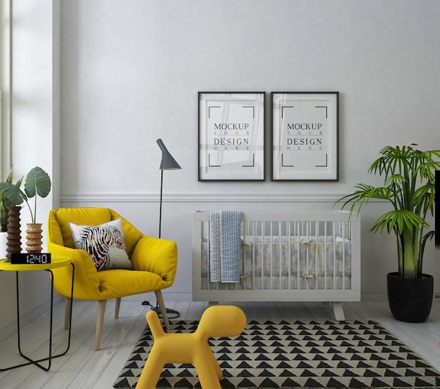 黄色のアームチェアとモダンな赤ちゃんの部屋のモックアップポスターフレーム