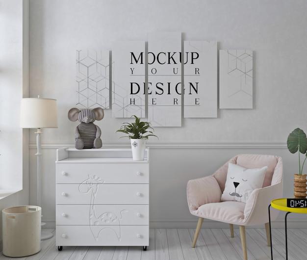 분홍색 의자가있는 흰색 보육실의 모형 포스터