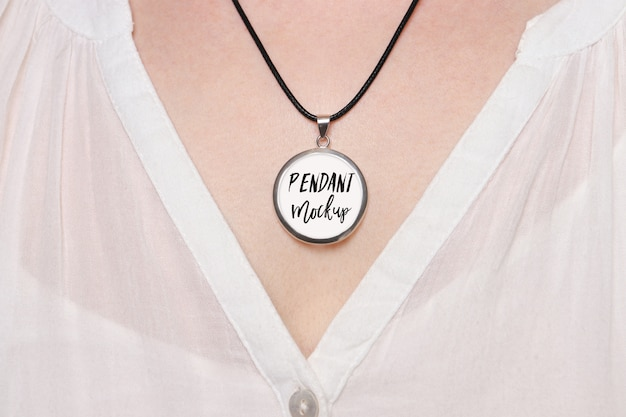 Mockup of round pendant on the woman's neck