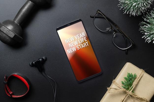 새해 결심 또는 건강한 라이프 스타일 목표를위한 모형 스마트 폰