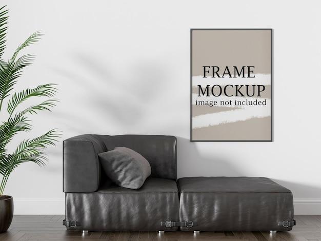 Мокап тонкой фоторамки над кожаным диваном