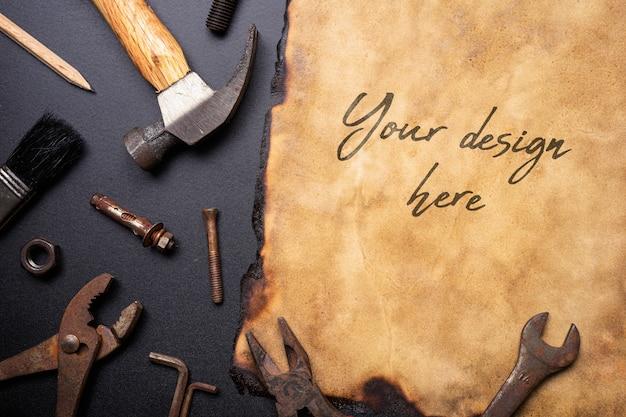유사 오래 된 녹슨 편리한 도구 이랑 빈티지 레트로 오래 된 종이