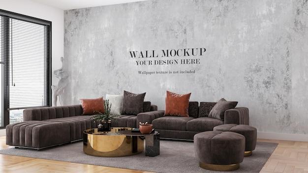 Мокап стены за большим современным коричневым диваном