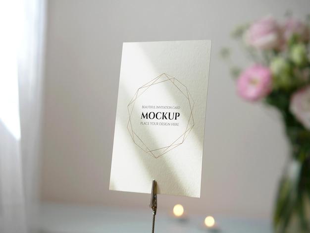 挨拶のテーブル番号の結婚式の招待状のモックアップ白い空白のスペースカード Premium Psd