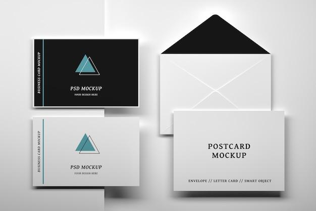 ビジネスアイデンティティドキュメントカードと開いた封筒のフラットレイアウトセットのモックアップ