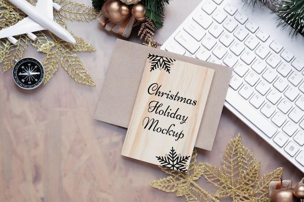 Макет деревянной доски на рождество, новый год, праздник путешествия, фон концепции