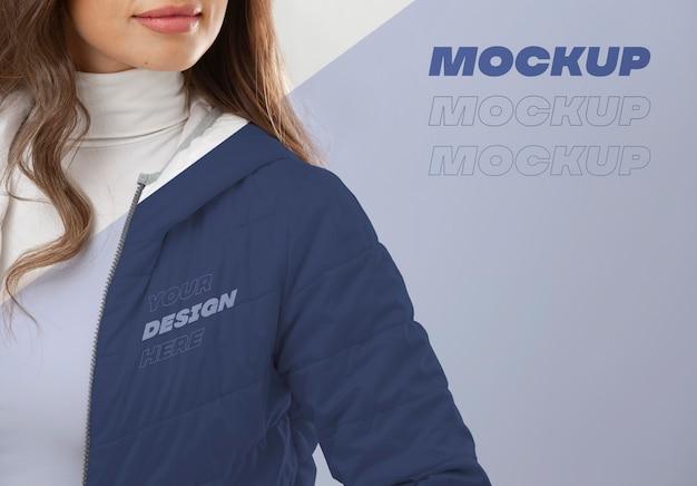 Модель в зимней одежде крупным планом