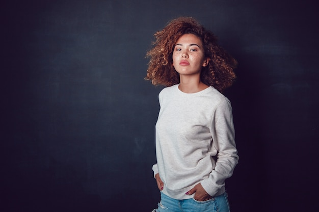 빈 셔츠 이랑 템플릿 모델 여자