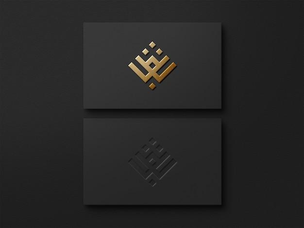 블랙 명함에 현대적이고 고급스러운 로고 모형