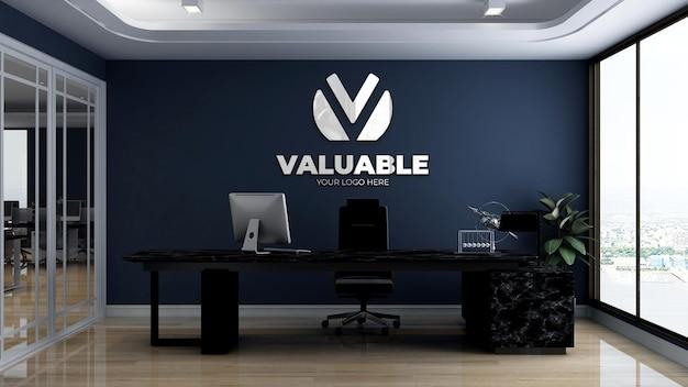 Современный и минималистичный макет логотипа на стене комнаты менеджера офиса
