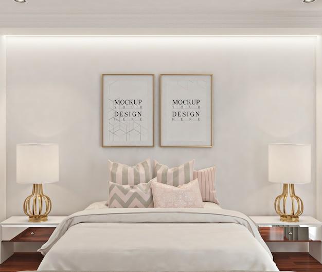 ポスターフレームのモックアップ付きのモダンなベッドルーム
