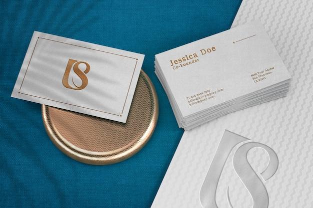 Современная визитная карточка макет текстурированная золото